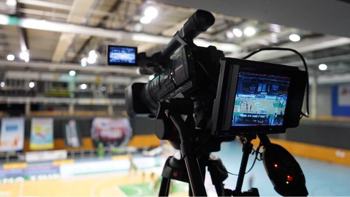 Filmkamera som filmar sport live för att streama på Internet